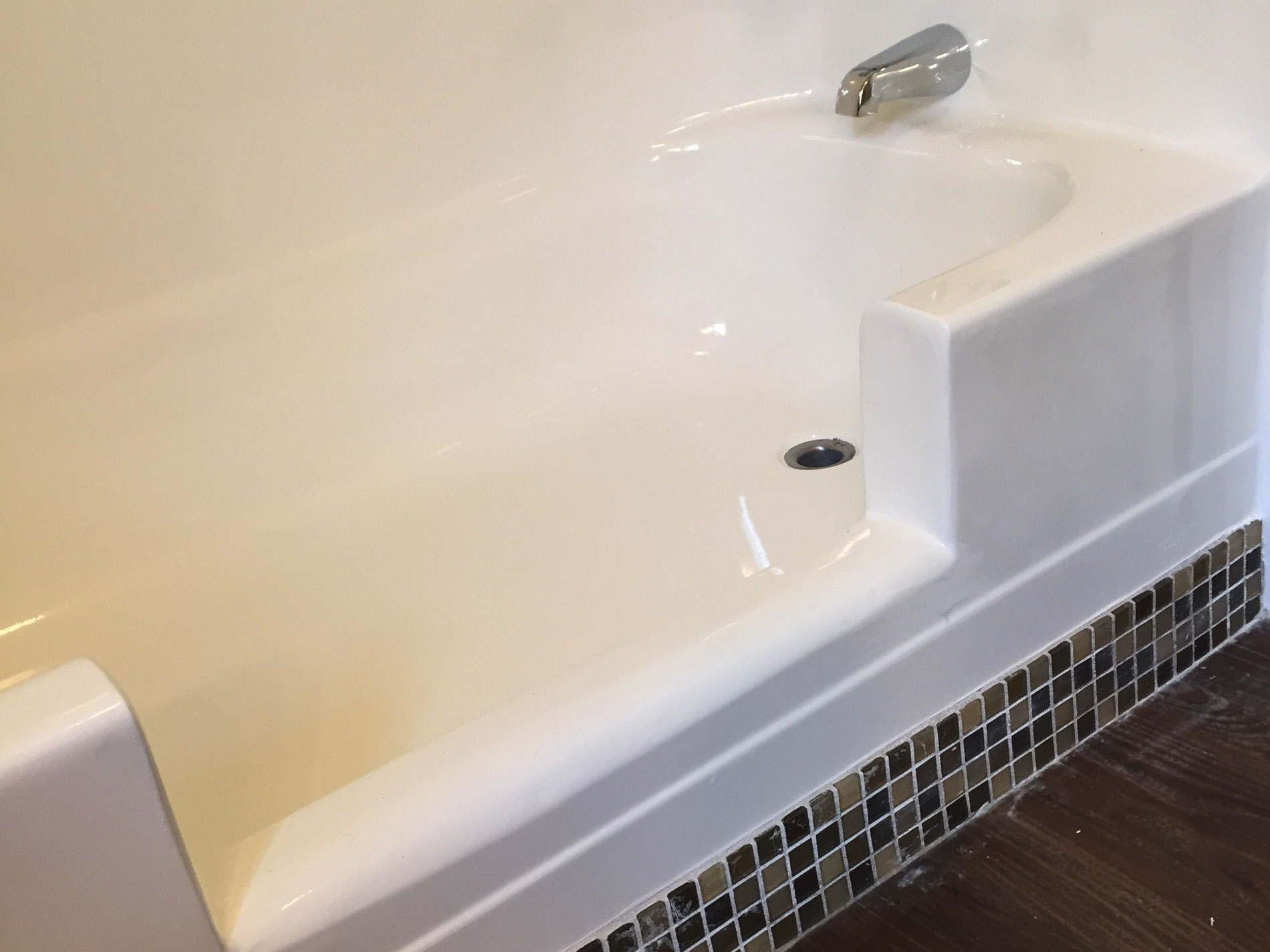 Step-In Bathtubs - Bathtub Refinishers