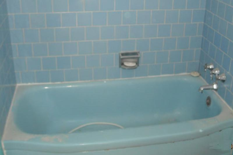 Before - Dirty Blue Tub