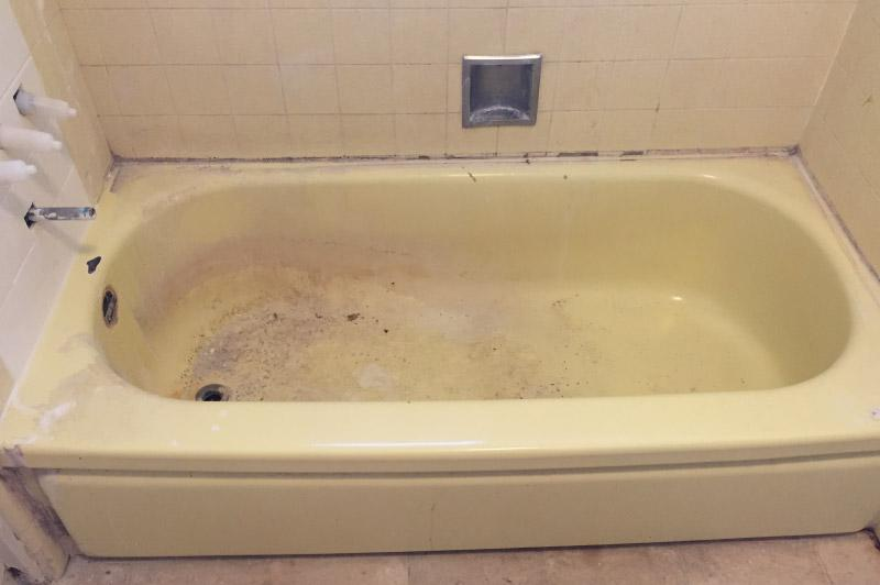 Before - Old Tub - Stained - Bathtub Refinishers - Chico, CA