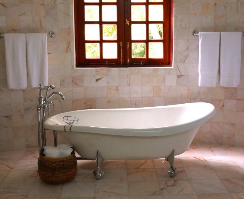 Clawfoot Tub Refinishing - Bathtub Refinishers - Chico, Redding, yuba City - Call 530-342-CHIP